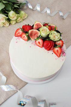 Pienet herkkusuut Jute Crafts, Cafe House, I Want To Eat, Yummy Cakes, Panna Cotta, Cake Recipes, Cake Decorating, Wedding Cakes, Strawberry