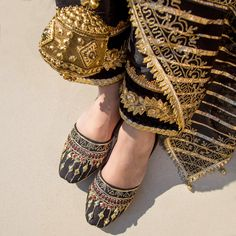 Dazzle offers a wide range of handcrafted luxury juttis to make you standout from the rest on all festive and casual occasions. Juttis emanates an aura of rich Pakistani tradition and depicts royalty for modern woman. Indian Shoes, Cute Girl Poses, Bikini Pictures, Ballerina Flats, Natural Leather, Bridal Shoes, Designer Shoes, Fashion Shoes, Footwear