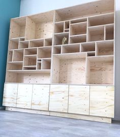 Pin by Björn Nagel on Inspiration - Regal in 2019 Wall Storage, Wall Shelves, Shelving, Plywood Shelves, Plywood Furniture, Diy Furniture, Furniture Design, Furniture Buyers, Garderobe Design