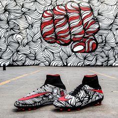 Nike a associé la star du ballon rond Neymar, à l'artiste brésilien Bruno Big, dont on peut retrouver les œuvres sur les murs de Rio, ville où il est né. Censé incarner la philosophie de vie de Neymar, ces chaussures ont été baptisées « Ousadia Alegria » (audace et joie) devise de l'attaquant.