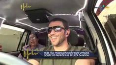 """Eu, entrevistando passageiros sobre padrões de beleza no quadro """"Hebe Táxi"""", do programa """"Hebe"""", na RedeTV! (2011)"""