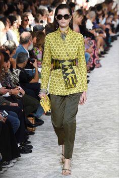 Guarda la sfilata di moda Etro a Milano e scopri la collezione di abiti e accessori per la stagione Collezioni Primavera Estate 2018.