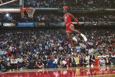 Michael Jordan Art, Michael Jordan Pictures, Michael Jordan Basketball, Jordan 23, Michael Jordan Dunk Contest, Paris Jordan, Jordan Bulls, Lebron James, Nba Slam Dunk Contest
