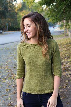 Вязание женского пуловера Sprig с ассиметричным узором на кокетке от дизайнера Alana Dakos из книги Botanical Knits 2