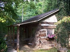 Original Gatlinburg Log Cabin - Honeymoon Cabin Rental with Creekside Setting.  Carr's Northside Cottages & Motel