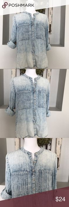 """Vintage America Ombré Patterned Chambray Top Vintage America Ombré Patterned Chambray Top - Size small - Fits a bit loose - Roughly 26"""" long, armpit to armpit 18"""". Vintage America Tops Blouses"""
