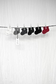 Album Di Famiglia a shade of red creeps into the palette of cozy baby socks