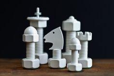 ボルトナットなチェスの駒。飾るだけでクールだね   roomie(ルーミー)