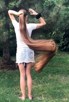 VIDEO - Extremely long and healthy hair - RealRapunzels Long Hair Ponytail, Bun Hairstyles For Long Hair, Real Life Rapunzel, Long Hair Play, Goth Beauty, Playing With Hair, Super Long Hair, Silky Hair, Beautiful Long Hair