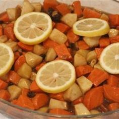 Apple Yam Casserole -What Americans call yams are actually a variety of sweet potato. Fragrant sweet potatoes layered with Granny Smith apples and topped with a sweet mixture of brown sugar and raisins make this a great recipe for all holidays Yam Casserole, Casserole Recipes, Veggie Recipes, Great Recipes, Favorite Recipes, Fall Recipes, Vegetarian Recipes, Sweet Potato And Apple, Vinaigrette