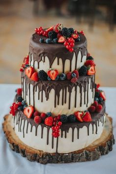 2019 most popular wedding cakes that you will love to incorporate into your big day --- Rustic Drip Strawberry Chocolate Wedding Cake, Vintage Fall . - Wedding Cakes You are in the right place about Pretty Wedding Cakes, Wedding Cake Rustic, Wedding Cake Designs, Elegant Wedding, Fall Wedding, Wedding Ceremony, Boho Wedding, Trendy Wedding, Cool Cake Designs
