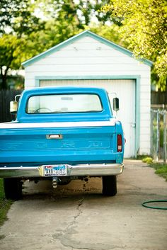 someone find me this beauty of a truck and take me to prom in it, just happens matches the dress too