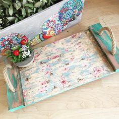 Publicación de Instagram de Nagehan Aka Atölyesi / Bursa • 22 de Jun de 2017 a las 12:26 UTC Cement Crafts, Wood Crafts, Diy Crafts, Pallet Tray, Pallet Boxes, Eco Design, Serving Tray Decor, Wooden Pallet Projects, Hand Painted Plates