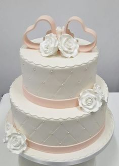 Bruidstaart 2 lagen chesterfield Wedding Cakes With Cupcakes, Elegant Wedding Cakes, Beautiful Wedding Cakes, Wedding Cake Designs, Beautiful Cakes, Cupcake Cakes, Rustic Wedding, Blush Weddings, White Weddings