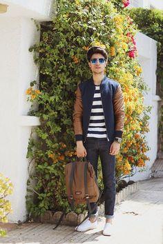 Si vas a llevar mochila, este atuendo relajado y moderno te hará lucir genial. | 23 Trucos de moda que todos los hombres estilosos deben probar