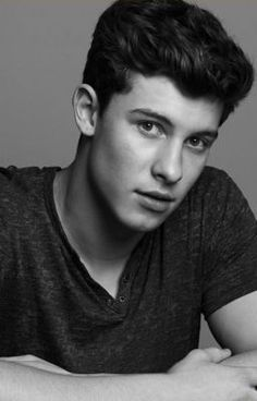 Joe Jonas & Shawn Mendes Hit Up Just Jared's Jingle Ball Portraits Booth Shawn Mendes Facts, Shawn Mendes Imagines, Shawn Mendes Lindo, Shawn Mendes Tumblr, Shawn Mendes Cute, Shawn Mendes Lazy Eye, Shawn Mendes Wallpaper, Hush Hush, Aesthetic Header