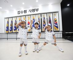 2015.08.15 대한 민국 만세#Manse #Daehan #Minguk #SongTriplets  Appa posted on his Twitter. CR:Songilkook Twiiter