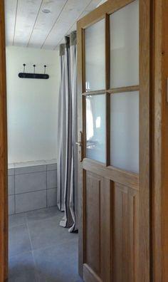 apartment bathroom salle de bain porte vitre cosy neve design - Placard Avec Rideaux