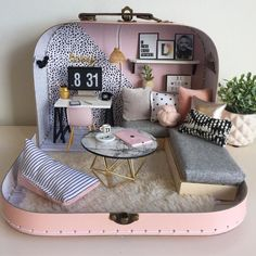 hen you're asked to make a travel doll house for a very stylish 13 year old wh., hen you're asked to make a travel doll house for a very stylish 13 year old wh. Doll Furniture, Dollhouse Furniture, Diy Dollhouse, Dollhouse Miniatures, Cute Crafts, Diy And Crafts, Mini Doll House, Baby Doll House, Miniature Crafts
