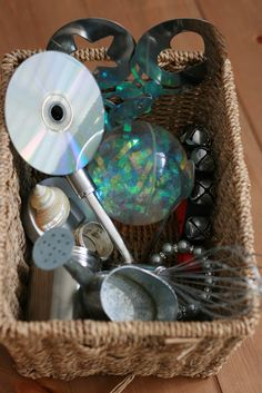 Heuristic Play- Treasure Baskets - The Imagination Tree. A variety of objects from around the house in different sensory baskets. Reflective materials, wood/natural, noise basket, textiles, etc. Baby Sensory Play, Sensory Tubs, Sensory Activities, Baby Play, Infant Activities, Activities For Kids, 8 Month Old Baby Activities, Infant Sensory, Sensory Boxes