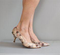 50s shoes / embroidered 1950s heels / kitten heels by DearGolden