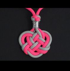 How to Make the Double Celtic Knot (Paracord) Medallion by TIAT. The Double Celtic Knot Medallion was originally a gift I made for a dear friend. ), I share how I mad Rope Knots, Macrame Knots, Macrame Jewelry, Celtic Heart Knot, Celtic Knots Diy, Celtic Knot Tutorial, Paracord Tutorial, Paracord Projects, Paracord Ideas