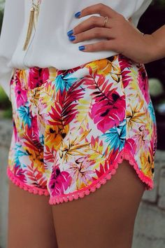 Super cute shorts! Love the color, print, style and trim