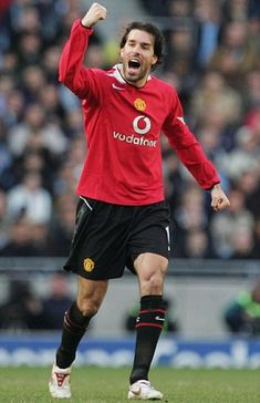 Ruud van Nistelrooy admits he could bring an end to his glittering career at the end of the season. The ex-Man United striker is refusing to guarantee he'll be around for Euro Manchester United Team, Manchester City, Ruud Van Nistelrooy, Real Madrid, Hamburger Sv, Cr7 Messi, Neymar, Best Football Players, Soccer Players