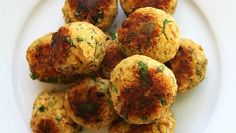 These meatless meatballs are a hearty and savory flavor-explosion of spice and texture. Plus, they are oil-free and low in fat, they are also packed with protein from the chickpeas and tempeh. Eggplant Meatballs, Veggie Meatballs, Tempeh, Cheesy Recipes, Bean Recipes, Best Vegan Meatballs Recipe, Ayurveda, Easy Marinara Sauce, Tomato Sauce
