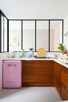 Top20 móveis coloridos (Foto: reprodução) Frigobar rosa pink