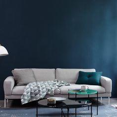 Plexiglass Table, Small Hall, White Home Decor, Luxury Decor, White Houses, Comfort Zone, Home Furnishings, Family Room, Living Room