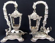 Belíssimo par de luminárias , em bronze,original da década de 50, espessurado a prata, ricamente cin