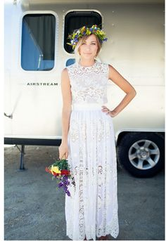 Love this dress. I want a simple and plain wedding.