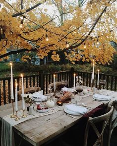 Neutral fall decor inspiration into it сад, романтические уж Outdoor Table Settings, Outdoor Dining, Outdoor Tables, Outdoor Decor, Setting Table, Outdoor Lighting, Outdoor Rooms, Lighting Ideas, Table Presentation