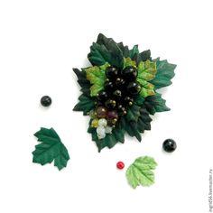 Купить Брошь из кожи и замши Ягодка мини изумрудно-зеленая - украшения из кожи, брошь из кожи