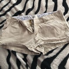 Caki summer shorts Caki shorts, american eagle, size 9 worn a fee times American Eagle Outfitters Shorts