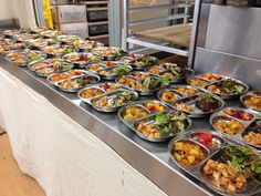 Schools in the Sausalito Marin City School District just north of San Francisco have made a drastic change that'll undoubtedly help improve their students' performance—and it's not their textbooks. It's their food. The Sausalito Marin City District is the first in the United States to offer all organic lunches. No more fried, greasy pizza and tacos, just sustainably sourced foods free of genetically modified organisms (GMOs).    De La R