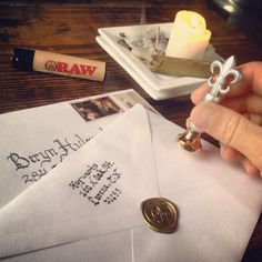 Wax sealing invitations for a Harry potter birthday. - Psh! More like wax sealing for weddings!                                                                                                                                                                                 Más