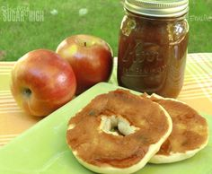 Amazing crock pot apple butter recipe. Very easy! #apples  I love to give away gifts like this, and decorate the jar!
