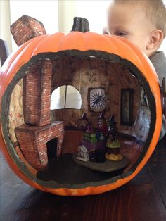 Pumpkin witch house - this is . Pumpkin witch house - this is AMAZING! Halloween Diorama, Halloween Village, Halloween Projects, Halloween Art, Holidays Halloween, Halloween Pumpkins, Halloween Decorations, Halloween Poems, Samhain