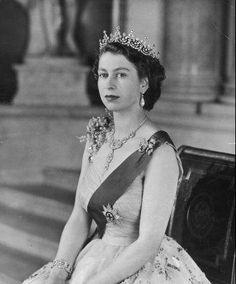 Regina Elisabetta II del Regno Unito di Gran Bretagna, Irlanda del Nord e degli altri Reami del Commonwealth