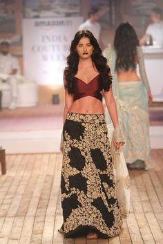 Monisha Jaising. AICW 15'. Indian Couture.