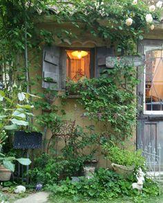 きつつきむすめさんはInstagramを利用しています:「ガーデンシェッドのバフビューティも咲き始めました👏👏 * * * #ガーデンシェッド#ナチュラルガーデン#ローズガーデン#ジャンクガーデン#フレンチガーデン#マイガーデン#ガーデン#ガーデニング#庭のある暮らし#薔薇のある暮らし#植物のある暮らし#庭#園芸#mygarden」 Diy Garden Fence, Garden Paths, Wooden Garden, Cottage Garden Plan, Home And Garden, Back Gardens, Outdoor Gardens, Landscape Design, Garden Design