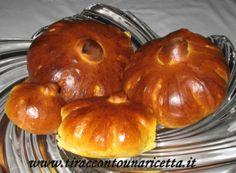 Soffici brioche al sapore e forma di zucca, dolci al punto giusto con una nota di vaniglia, adatte per colazione e merenda