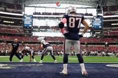 ARLINGTON, TX - OCTOBER 11: Tight end Rob Gronkowski #87 of the New England Patriots warms up on the field before the NFL game against the Dallas Cowboys at AT&T Stadium on October 11, 2015 in Arlington, Texas. (Photo by Christian Petersen/Getty Images)