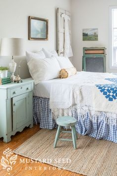 20 Neutral Bedroom Design and Decor Ideas to Add Simplicity and Charm to Your Bedroom - The Trending House Cottage Style Bedrooms, Coastal Bedrooms, Farmhouse Bedroom Decor, Shabby Chic Bedrooms, Bedroom Vintage, Country Bedrooms, Small Bedrooms, Cottage Homes, Blue Teen Girl Bedroom