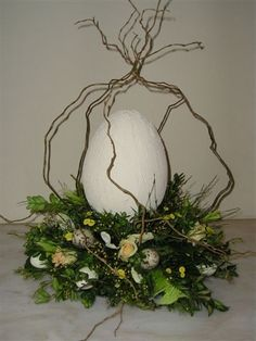 Big egg Big egg The post Big egg appeared first on Knutselen ideeën. Succulent Wreath, Diy Ostern, Faux Succulents, Easter Wreaths, Spring Crafts, Easter Crafts, Happy Easter, Floral Arrangements, Holiday Decor