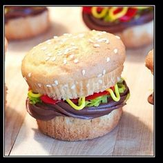 hamburger cupcake! too fun!