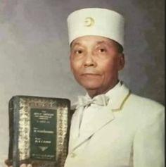 Elijah Muhammad, Chef Jackets, Islam