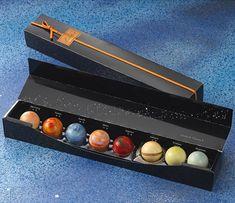 Solar system chocolate. Awesome! / Bombones de chocolate que imitan el sistema solar.